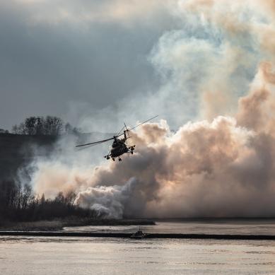 Diky odolnosti vůči vibracím se wolfram běžně používá k vyvážení prvků rotoru v motorech vrtulníků