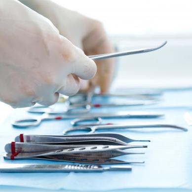 Tantal je populárním materiálem v kolenních a kyčelních implantátech