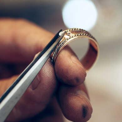 Nikiel jest składnikiem stopów z których części są platerowane złotem lub srebrem